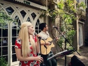 Suzy and Alex acoustic duo