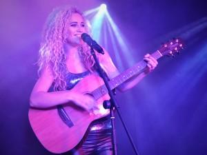 Caz Krelle london singer