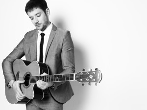 acoustic guitarist for weddings and garden parties