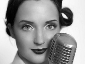 Vintage Wartime tribute singer