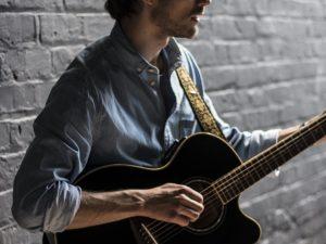 Tom Acoustic Guitar Vocalist