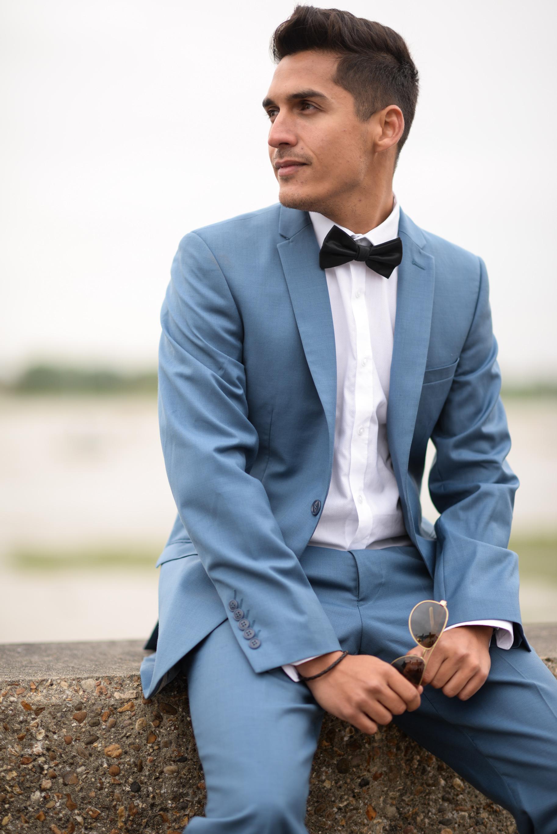 Male corporate singer Idreiss